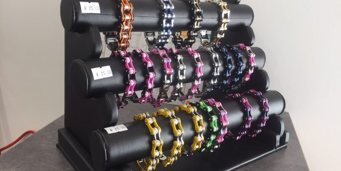 """Bijoux : arrivage de bracelets """"chaine moto"""" filles et garçons"""